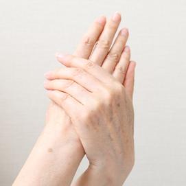 手の甲や腕のシミ