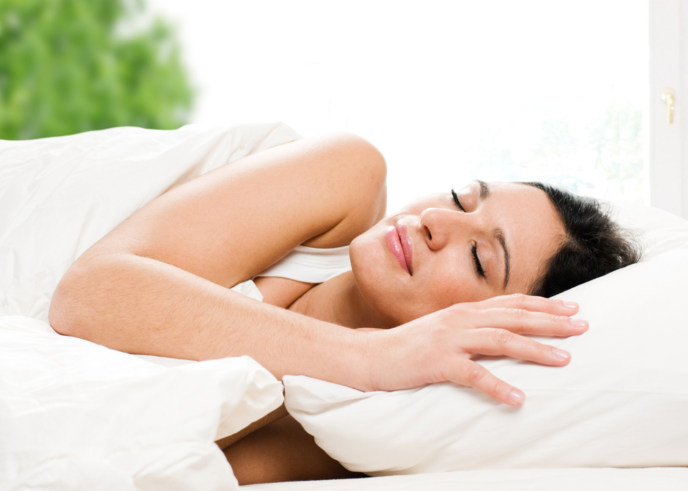 朝起きても疲れが取れない人必見!眠りの質を高めるヒント4選