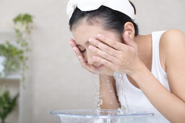 オフするスキンケア~クレンジング・洗顔の重要性~