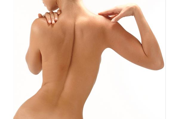 背中や体にできるニキビ原因と対策